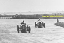 ERA R4D & MASERATI 8CM Mays leads Bira  1937 International Trophy Brooklands (B)